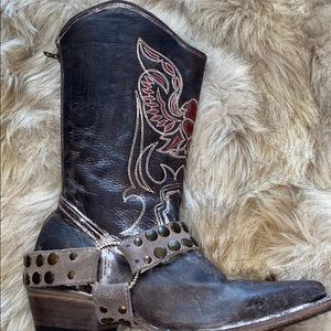 Leather embroidered Free Bird boots